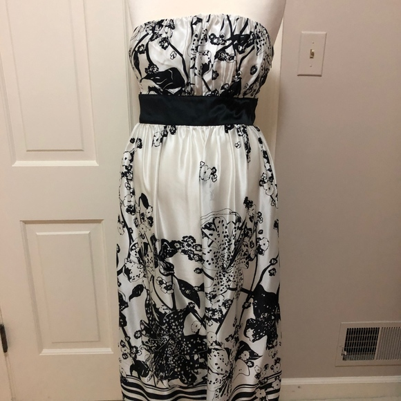 Maternite Black and White Strapless Tie-Back